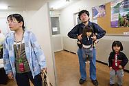 Familjen Segawa. <br /> <br /> Hinan Mama Net, är en stödgrupp för mammor som har evakuerat från Fukushima prefekturen till Tokyo. Gruppen startades av Rika Mashiko.