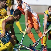 MELBOURNE - Champions Trophy men 2012<br /> Netherlands v Australia 0-0<br /> foto: Jeroen Hertzberger in de defensie van Australia<br /> FFU PRESS AGENCY COPYRIGHT FRANK UIJLENBROEK