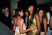 VICTORIA BECKHAM; NAOMI CAMPBELL, Dinner hosted by editor of British Vogue, Alexandra Shulman in association with Net-A-Porter.com in honour of 25 years of London Fashion Week and Nick Knight. Caprice. London.  September 21, 2009