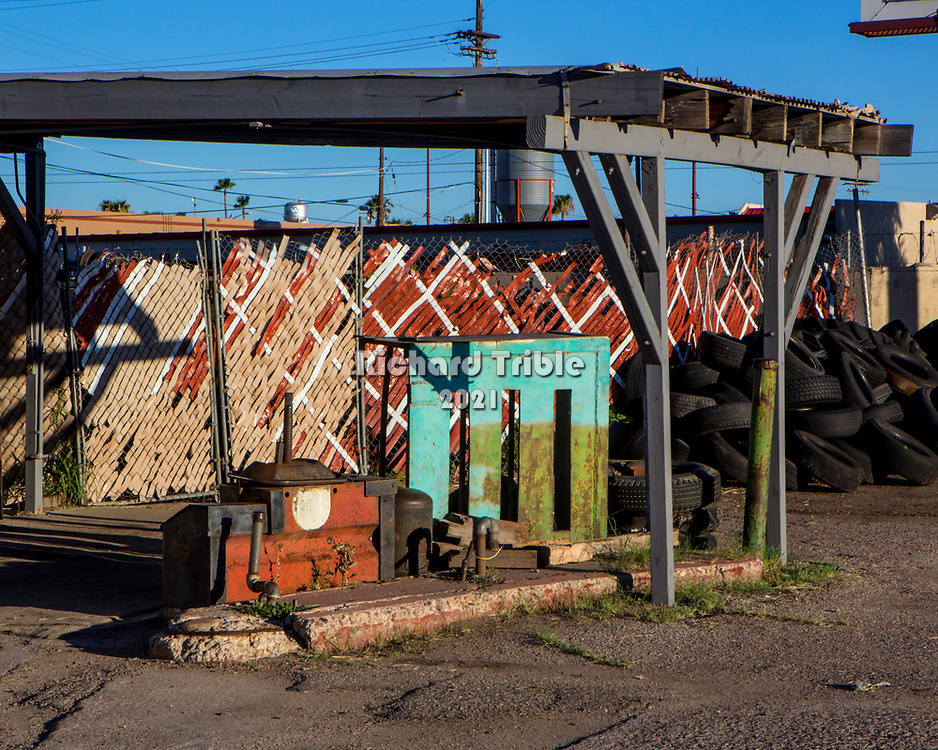 Abandoned tire store that closed down on south 4th Avenue