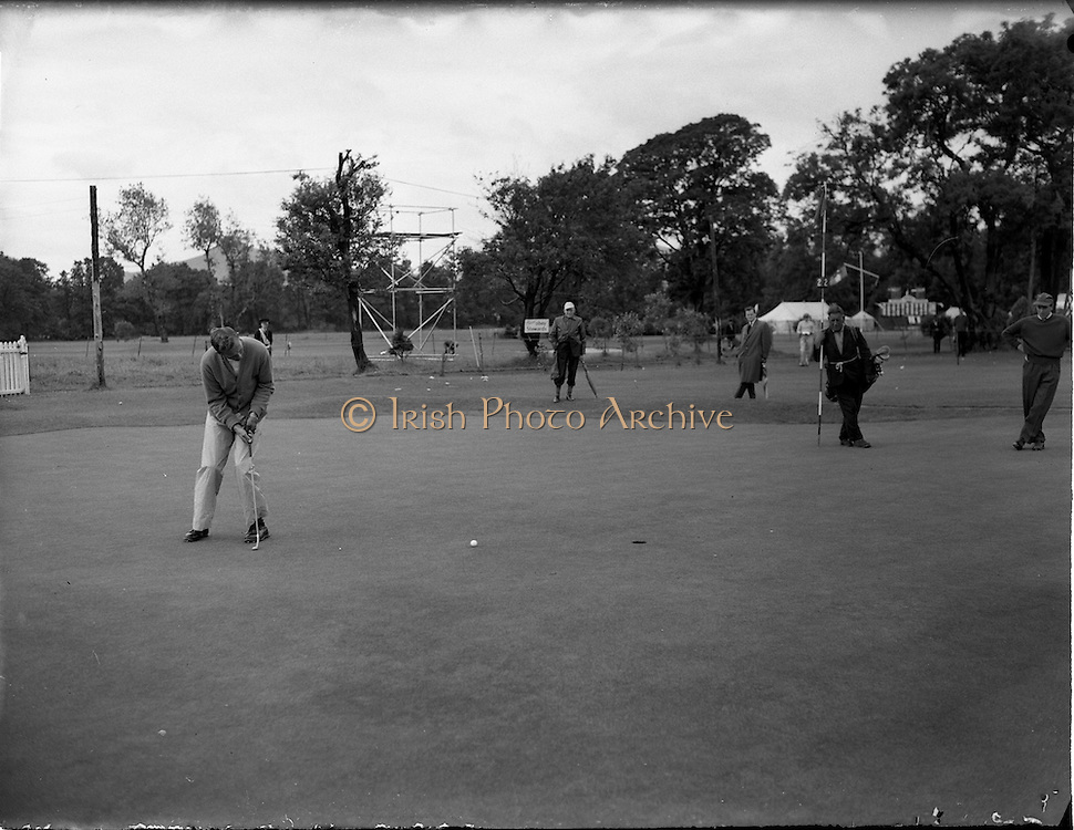 21/07/1962<br /> 07/21/ 1962<br /> 21 July 1962<br /> Woodbrook Irish Hospitals' Golf Tournament at Woodbrook Golf Course, Dublin, Saturday. B.W. Devlin (Australia) putting on the 2nd. He had a score of 68 on the Friday.