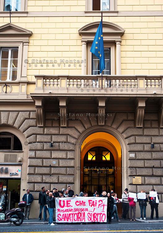 Roma 10 Novembre 2010.Un gruppo di migranti, studenti e studentesse, precari e recarie ha assediato simbolicamente la sede dell'Unione Europea a Roma, in solidarietà con le mobilitazioni dei lavoratori migranti di Brescia, che dal 29 ottobre si trovano sulla gru.