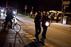 Laternenumzug Hitzacker mit Gesang und Akkordeonbegleitung. Es gab eine ruhige Sitzblockade auf einem der Bahnübergänge in Hitzacker, die Polizei hat keine Anweisungen erteilt. Insgesamt war es ein schöner und eindrucksvoller Spaziergang durch die Nacht. <br /> <br /> Ort: Hitzacker<br /> Copyright: Kolja Schoepe<br /> Quelle: PubliXviewinG