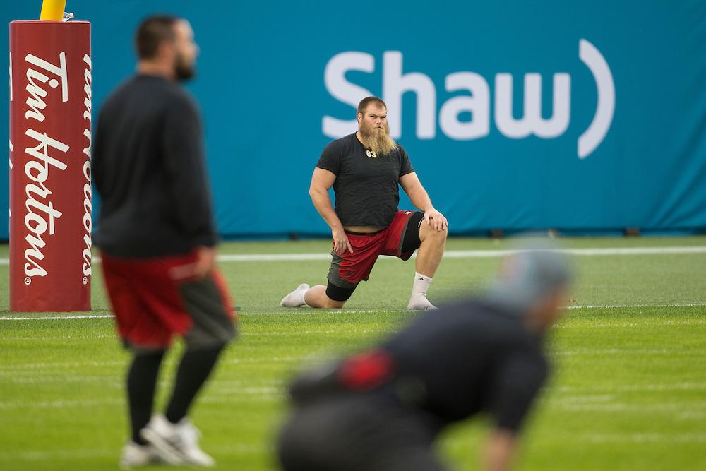 Jon Gott of the Ottawa RedBlacks warms up before the of the 104th Grey Cup Final game in Toronto Ontario, Sunday,  November 27, 2016.  (CFL PHOTO - Geoff Robins)