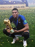 FUSSBALL  WM 2018  FINALE  ------- Frankreich - Kroatien    15.07.2018 JUBEL Weltmeister Frankreich; Kylian Mbappe mit dem Pokal