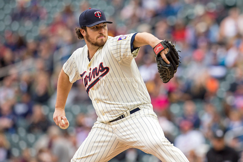 MINNEAPOLIS, MN- SEPTEMBER 24: Phil Hughes #45 of the Minnesota Twins pitches against the Arizona Diamondbacks on September 24, 2014 at Target Field in Minneapolis, Minnesota. The Twins defeated the Diamondbacks 2-1. (Photo by Brace Hemmelgarn) *** Local Caption *** Phil Hughes