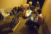 Het technisch team werkt 's nachts verder aan de VeloX2. HPT Delft en Amsterdam is in Senftenberg voor de recordpogingen op de Dekra baan.<br />
