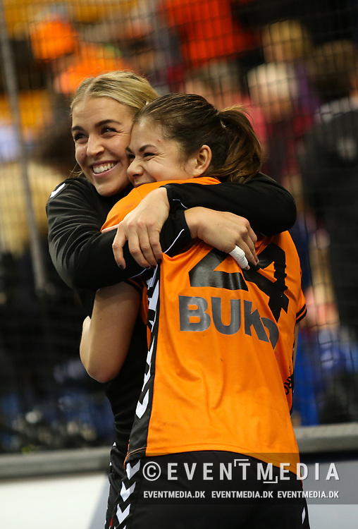 Jessy Kramer (#5, Netherlands) and Martine Smeets (#24, Netherlands). Bronze medal match between Sweden and Netherlands at the 2017 IHF Women's World Championship in Barclaycard Arena, Hamburg, Germany, 17.12.2017. Photo Credit: Allan Jensen/EVENTMEDIA.