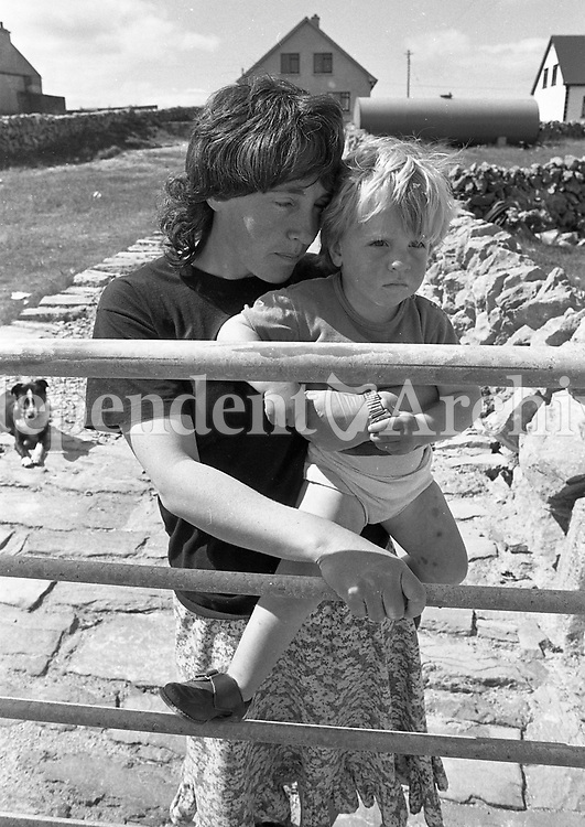 Woman holding a child, names, date and location unknown. <br /> (Part of the Independent Ireland Newspapers/NLI Collection)