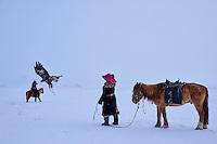 Mongolie, région de Bayan-Ulgii, chasse à l'aigle royal, chasseur kazakh // Mongolia, Bayan-Ulgii province, Golden eagle hunting, Kazakh Egale hunter