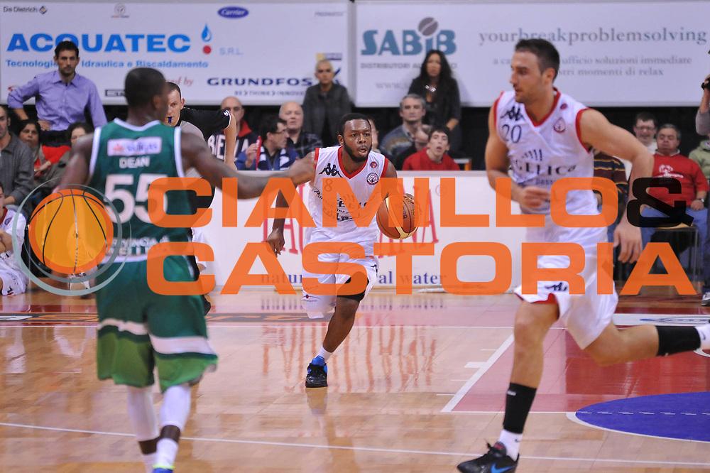 DESCRIZIONE : Biella Lega A 2011-12 Angelico Biella Sidigas Avellino<br /> GIOCATORE : Jacob Pullen<br /> SQUADRA : Angelico Biella<br /> EVENTO : Campionato Lega A 2011-2012<br /> GARA : Angelico Biella Sidigas Avellino<br /> DATA : 04/12/2011<br /> CATEGORIA : Palleggio<br /> SPORT : Pallacanestro<br /> AUTORE : Agenzia Ciamillo-Castoria/S.Ceretti<br /> Galleria : Lega Basket A 2011-2012<br /> Fotonotizia : Biella Lega A 2011-12 Angelico Biella Sidigas Avellino<br /> Predefinita :