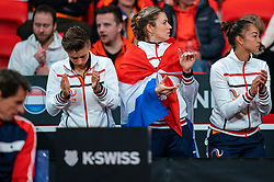 Demi Schuurs, Indy de Vroome, Lesley Pattinama Kerkhove during the match Arantxa Rus against Aryna Sabalenka in the Fed Cup qualifier against Belarus in Sportcampus Zuiderpark, The Hague, Netherlands