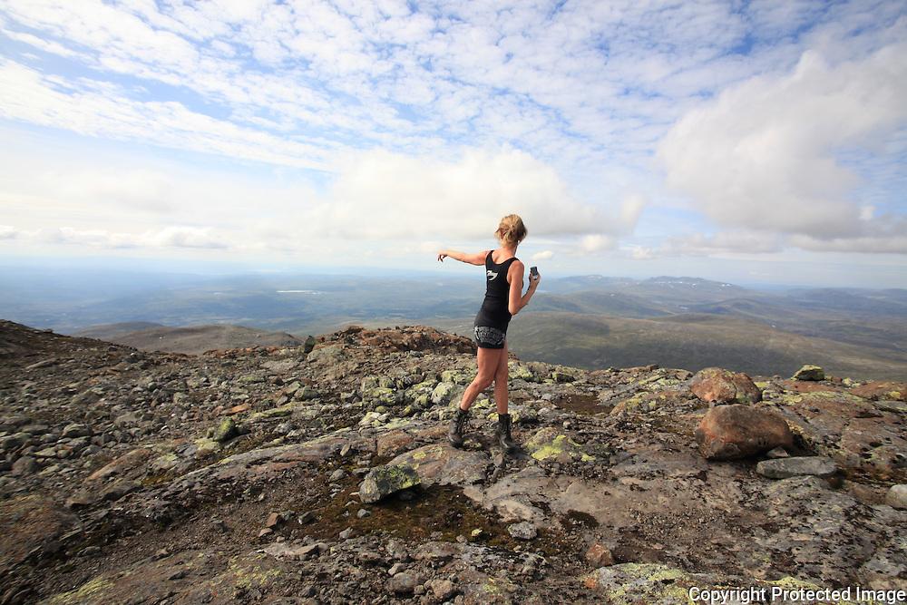 Tur til Fongen, 1441 moh. fra Ramsjøhytta i Tydal. Med Heidi Kulseth og Knut Kjøsnes.  Foto: Bente Haarstad