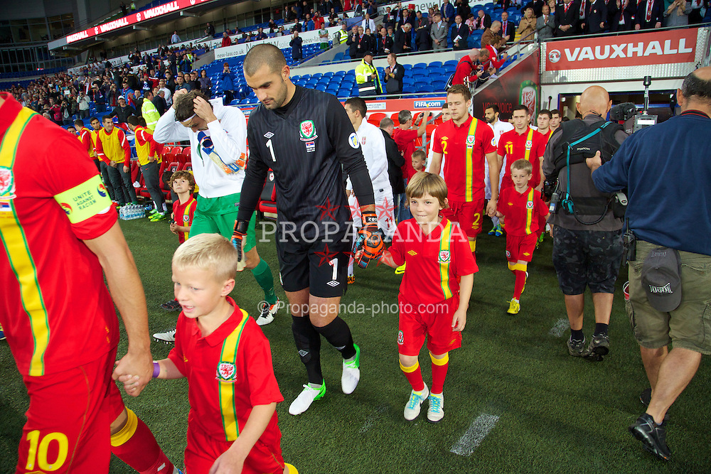 CARDIFF, WALES - Tuesday, September 10, 2013: Wales' goalkeeper Boaz Myhill walks out to face Serbia during the 2014 FIFA World Cup Brazil Qualifying Group A match at the Cardiff CIty Stadium. (Pic by David Rawcliffe/Propaganda)