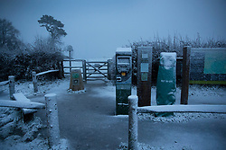 © Licensed to London News Pictures. 27/12/2017. Dorking, UK. Snow showers and low temperatures hit the Surrey Hills at Ranmore. Photo credit: Peter Macdiarmid/LNP