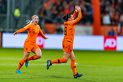 09-11-2018 NED: UEFA WC play-off final Netherlands - Switzerland, Utrecht<br /> European qualifying for the 2019 FIFA Women's World Cup - / Sherida Spitse #8 of Netherlands scores the 1-0