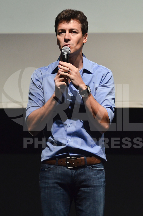 SAO PAULO, SP, 11 DE JANEIRO DE 2013. - 10 ANOS ESCOLA UNS - O ator Rodrigo Faro durante festa de 10 anos da Escola de ingles UNS, no HSBC Brasil, regiao sul da cpaital, na noite desta sexta feira, 11. O ator foi o mestre de cerimonia do evento e participou da entrega de premios no palco.  (FOTO: ALEXANDRE MOREIRA / BRAZIL PHOTO PRESS).