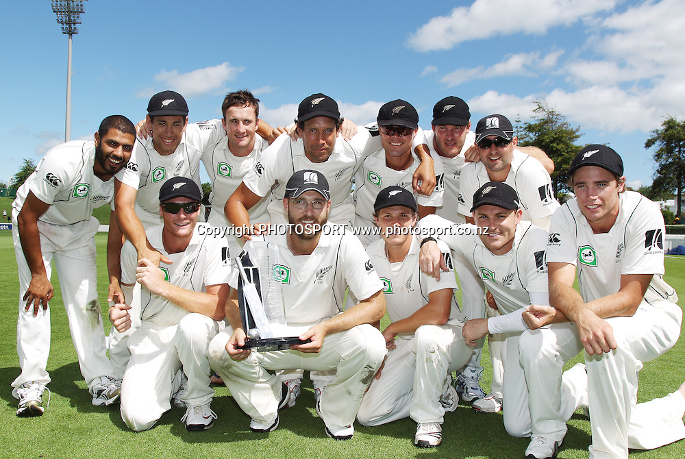 The New Zealand Cricket team pose for a team photo after defeating Bangladesh.<br />