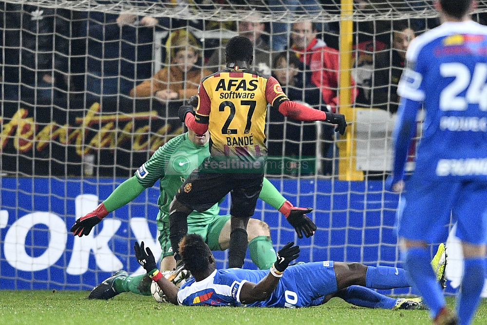 November 29, 2017 - Mechelen, BELGIUM - Genk's goalkeeper Danny Vukovic, Mechelen's Hassane Bande and Genk's Joseph Aidoo fight for the ball during a Croky Cup 1/8 final game between KV Mechelen and KRC Genk, in Mechelen, Wednesday 29 November 2017. BELGA PHOTO YORICK JANSENS (Credit Image: © Yorick Jansens/Belga via ZUMA Press)