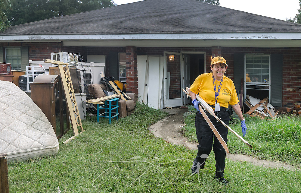 Southern Baptist Disaster Relief chaplain Joan Sangster, a member of Calvary Baptist Church in Jesup, Ga., carries wooden door frames to a garbage heap, Aug. 26, 2016, in Denham Springs, La. Sangster, along with other SBDR Georgia volunteers, is at the home of Karen Johnson and Phillip Carpenter this week, helping them mud out their flood-damaged home. Johnson and Carpenter, members of Immaculate Conception Church in Baton Rouge, are among thousands of Louisiana residents affected by a mid-August flood. (Photo by Carmen K. Sisson)
