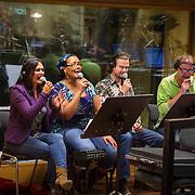 NLD/Hilversum/20130930 - Repetitie Metropole Orkest voor concert, achtergrondkoor Dian Senders, Ingrid Simons, Han van Eijk en Lodewijk van Gorp