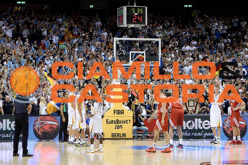 DESCRIZIONE : Berlino Berlin Eurobasket 2015 Group B Germany Turkey <br /> GIOCATORE :  Pubblico<br /> CATEGORIA :Ultra tifosi <br /> SQUADRA :Germany <br /> EVENTO : Eurobasket 2015 Group B <br /> GARA : Germany Turkey <br /> DATA : 08/09/2015 <br /> SPORT : Pallacanestro <br /> AUTORE : Agenzia Ciamillo-Castoria/I.Mancini <br /> Galleria : Eurobasket 2015 <br /> Fotonotizia : Berlino Berlin Eurobasket 2015 Group B Germany Turkey
