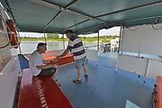Nederland, Millingen, 22-5-2017Pontje Heen en Weer tussen Millingen en Pannerden. De veerstoep in de Millingerwaard kan niet meer gebruikt worden vanwege laagwater. Het is een commerciele verbinding, onderdeel van het openbaar vervoer.Foto: Flip Franssen