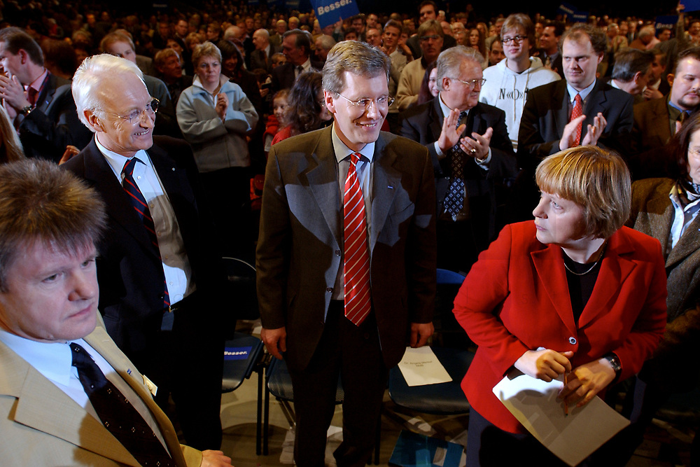 12 JAN 2003, BRAUNSCHWEIG/GERMANY:<br /> Edmund Stoiber, CSU, Ministerpraesident Bayern, Christian Wulff, CDU Landesvorsitzender Niedersachsen, Angela Merkel, CDU Bundesvorsitzende, (v.L.n.R.), nach der Redevon Stoiber, Wahlkampfauftakt der CDU Niedersachsen zur Landtagswahl, Volkswagenhalle<br /> IMAGE: 20030112-01-031<br /> KEYWORDS: Spitzenkandidat, Ministerpräsident