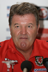FRANKFURT, GERMANY - Tuesday, November 20, 2007: Wales' manager John Toshack MBE during a press conference at the Kempinski Hotel ahead of the final UEFA Euro 2008 Qualifying Group D match against Germany. (Pic by David Rawcliffe/Propaganda)