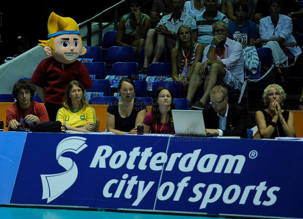 26-06-2010 VOLLEYBAL: WLV NEDERLAND - BRAZILIE: ROTTERDAM<br /> Media pers Mascotte <br /> &copy;2010-WWW.FOTOHOOGENDOORN.NL