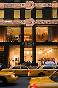 New York City Manhattan USA Fifth Avenue Fendi Geschaeft ..Fifth Avenue, 5th ave, Manhattan, shopping, Einkauf, Konsum, Schaufenster, Strassenszene, Mode, Bekleidung, Schmuck, asseccoirs, Wirtschaft, Weihnachten, Weihnachtsgeschaeft, Handel, economy, shops, consumer, money, Geschaeft, store
