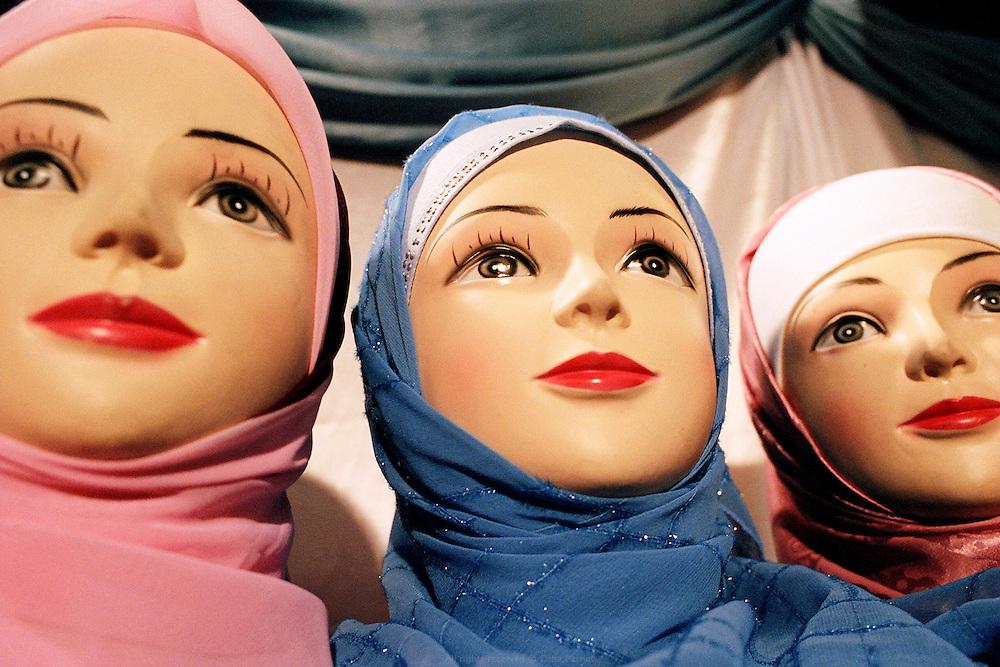 Rencontre annuelle des Musulmans de France au salon du Bourget, 2006. <br /> French Muslims' annual meeting, Bourget fair 2006.