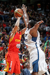 23.08.2013, Palacio de los Deportes, Madrid, ESP, Basketball Freundschaftsspiel, Spanien vs Frankreich, im Bild Spain's Jose Manuel Calderon (l) and France's Boris Diaw // during a Basketball international friendly between Spain and France, Palacio de los Deportes in Madrid, Spain on 2013/08/23. EXPA Pictures © 2013, PhotoCredit: EXPA/ Alterphotos/ Acero<br /> <br /> ***** ATTENTION - OUT OF ESP and SUI *****