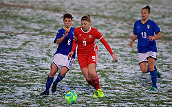CESENA, ITALY - Tuesday, January 22, 2019: Wales' Emma Jones (R) and Italy's Manuela Giugliano during the International Friendly between Italy and Wales at the Stadio Dino Manuzzi. (Pic by David Rawcliffe/Propaganda)