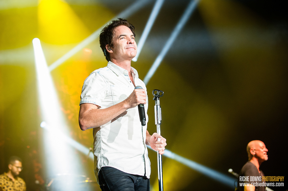Train performs at Merriweather Post Pavilion on August 20, 2016 (Photo by Richie Downs).
