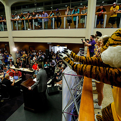 Mar 22, 2017; Baton Rouge, LA, USA; LSU Tigers mascot Mike the Tiger pumps up the crowd as new basketball head coach Will Wade talks during his introductory press conference at the LSU Student Union. Mandatory Credit: Derick E. Hingle-USA TODAY Sports