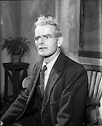 "27/04/1957<br /> 04/27/1957<br /> 27 April 1957<br /> Gael Linn- ""Muiris O hAirt"" drama at Damer Hall. Portrait of actor Niall O'Dubhaigh."