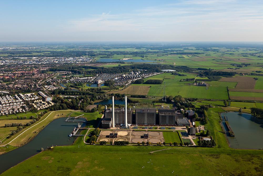 Nederland, Overijssel, Gemeente Zwolle, 03-10-2010; Centrale Harculo of IJsselcentrale, aardgas gestookt, aangevuld met bio-olie. In de achtergrond uitbreidingen van Zwolle-zuid (Oldenelerpark, Ittersumerpark).Central Harculo or IJsselcentrale, natural gas fired, supplemented by bio-oil.luchtfoto (toeslag), aerial photo (additional fee required).foto/photo Siebe Swart
