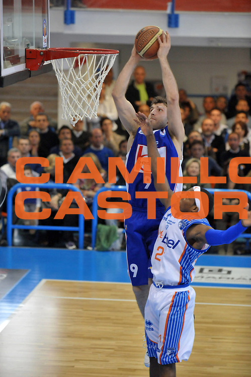 DESCRIZIONE : Brindisi Lega A 2010-11 Enel Brindisi Bennet Cantu<br /> GIOCATORE : Manuchar Markoishvili<br /> SQUADRA : Bennet Cantu<br /> EVENTO : Campionato Lega A 2010-2011<br /> GARA : Enel Brindisi Bennet Cantu <br /> DATA : 10/04/2011<br /> CATEGORIA : schiacciata  <br /> SPORT : Pallacanestro <br /> AUTORE : Agenzia Ciamillo-Castoria/A.Ciucci<br /> GALLERIA: Lega Basket 2011 -2011<br /> FOTONOTIZIA: Brindisi Basket Serie A 2010-11 Enel Brindisi Bennet Cantu<br /> PREDEFINITA: