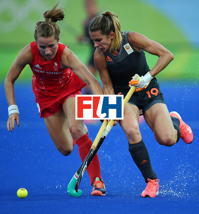 Britain's Shona McCallin (L) vies with Netherlands' Ellen Hoog during the women's Gold medal hockey Netherlands vs Britain match of the Rio 2016 Olympics Games at the Olympic Hockey Centre in Rio de Janeiro on August 19, 2016. / AFP / MANAN VATSYAYANA        (Photo credit should read MANAN VATSYAYANA/AFP/Getty Images)