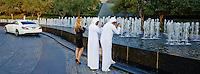 Emirats Arabes Unis, Dubai, downtown Dubai, quartier de la tour Burj Khalifa, touristes de Abu Dhabi // United Arab Emirates, Dubai, Dubai Downtown, around Burj Khalifa tower, Abu Dhabi tourist