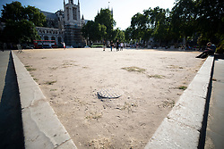 © Licensed to London News Pictures. 26/07/2018. London, UK. The grass in Parliament Square has almost completely turned to dirt as London experiences the hottest day of the year so far. Photo credit: Peter Macdiarmid/LNP