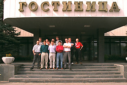 VLADIKAVKAZ, RUSSIA - Monday, September 11, 1995: The media pack outside Hotel Vladikavkaz, the base for the Liverpool team and supporters before the UEFA Cup 1st Round 1st Leg match against FC Alania Spartak Vladikavkaz. L-R Ric George, Graham Beecroft, Richard Tanner, Colin Wood, Phil McNulty, Vic Gibson, John Keith, xxxx, xxxx, Ian Ross, xxxx, David Rawcliffe. (Photo by David Rawcliffe/Propaganda)
