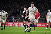 Twickenham, Surrey. UK.  Owen FARRELL, taps the ball forward, during the Six Nations Rugby Match, England vs Wales RFU Stadium, Twickenham. Surrey, England. on Saturday 10.02.18<br />