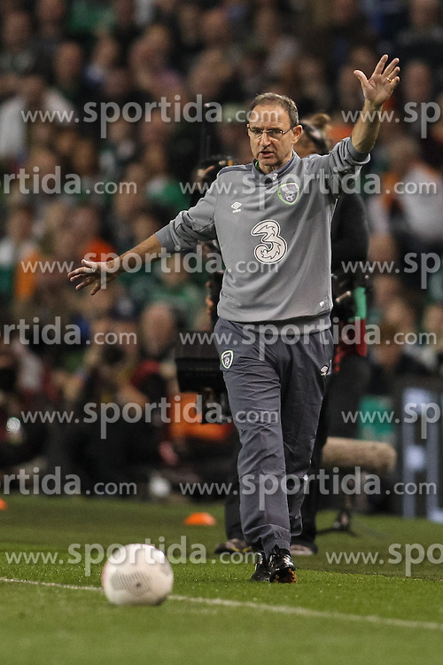 08.10.2015, Avia Stadium, Dublin, IRL, UEFA Euro Qualifikation, Irland vs Deutschland, Gruppe D, im Bild Trainer Martin O?Neill // during the UEFA EURO 2016 qualifier group D match between Ireland and Germany at the Avia Stadium in Dublin, Ireland on 2015/10/08. EXPA Pictures &copy; 2015, PhotoCredit: EXPA/ Eibner-Pressefoto/ Risto Bozovic<br /> <br /> *****ATTENTION - OUT of GER*****