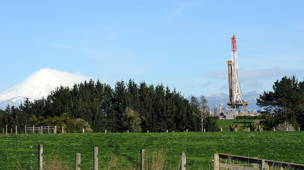 Mount Taranaki, Oil Rig, Tikorangi Road, New Plymouth, New Zealand, Friday, June 21 2013. Credit:SNPA / Ross Setford