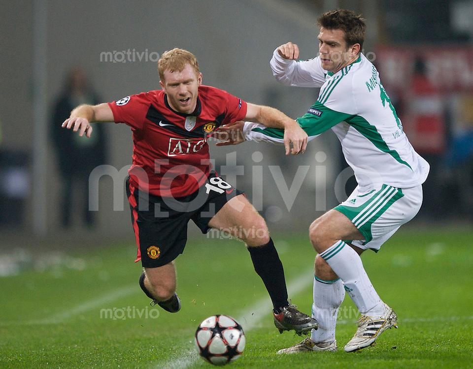 Fussball Uefa Champions League VFL Wolfsburg - Manchester United FC Paul SCHOLES (Manchester) gegen Zvjezdan MISIMOVIC (Wolfsburg).