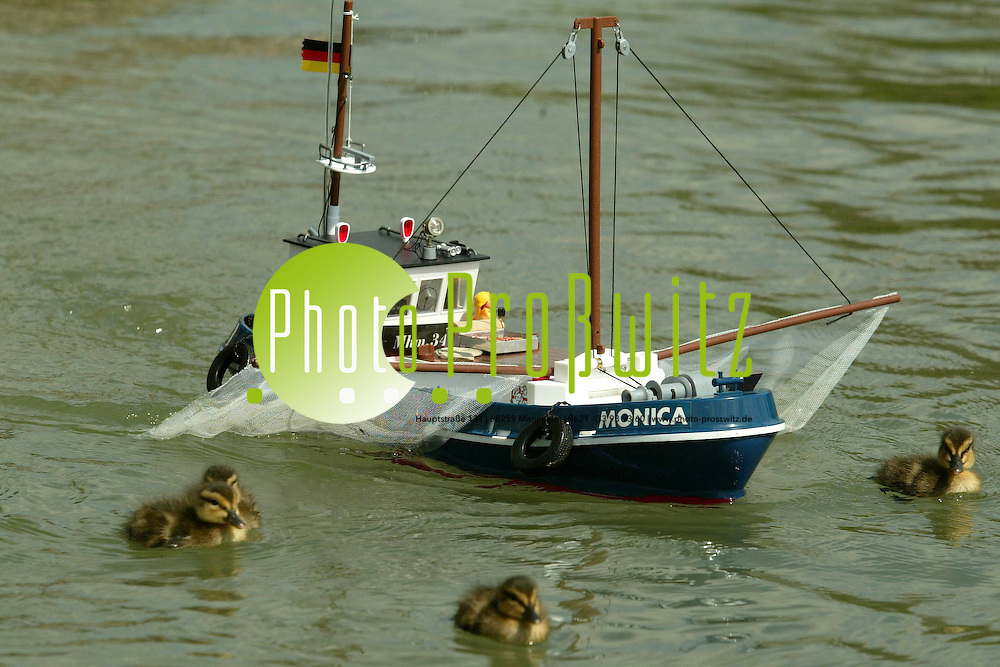 Mannheim. Vogelstangsee. Ferngesteuerte Modellschiffe mit Dampfantrieb<br /> <br /> Bild: Markus Pro&szlig;witz