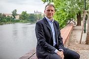 Pan Jan Holásek, advokát a kandidát do senátu na lidovce. Praha, Mánes.