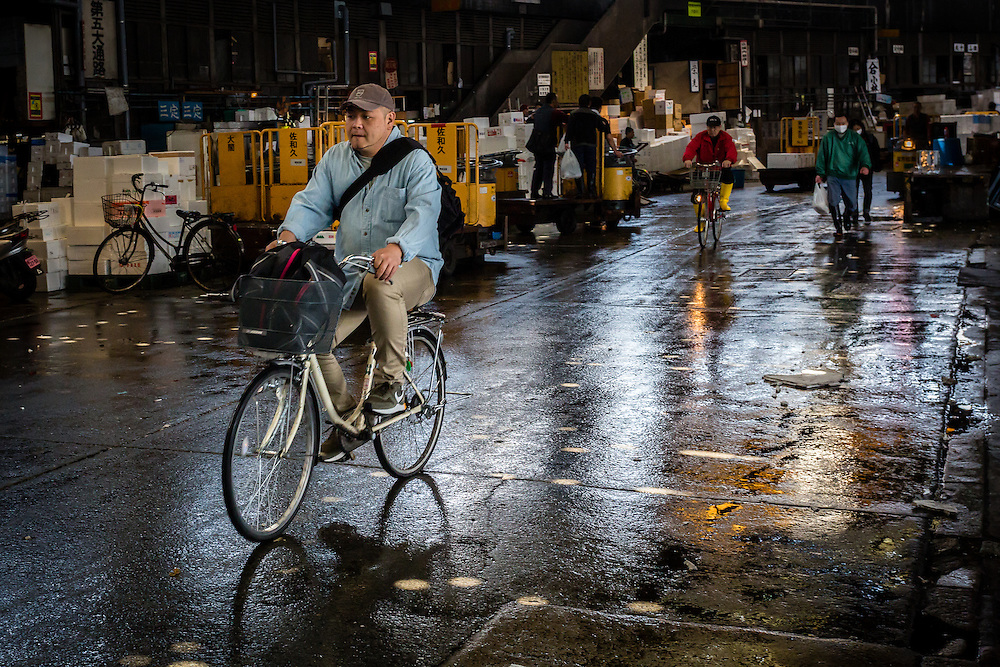 Bike is also a convenient for of transport for those who come to the Tsukiji Fish Market.